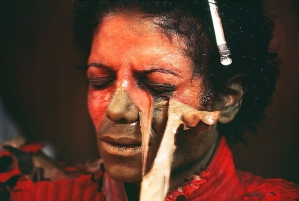 It Looks Really Painful : MJ Behind the Scenes