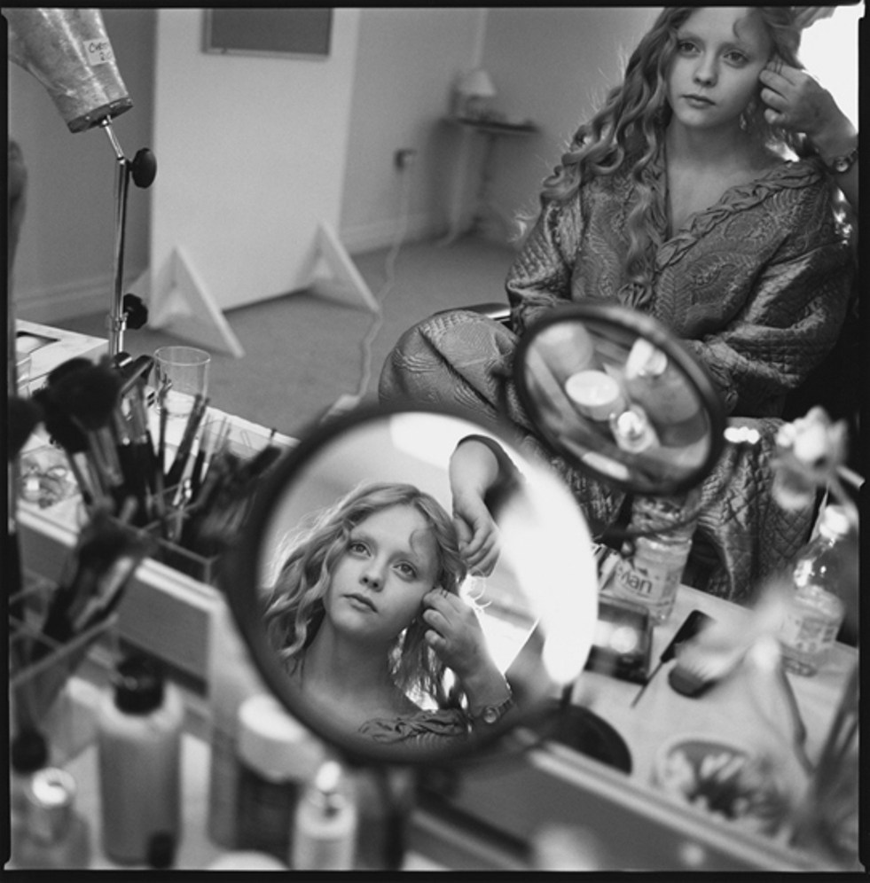 Christina Ricci In Her Dressing Room : Sleepy Hollow (1999) Behind the Scenes