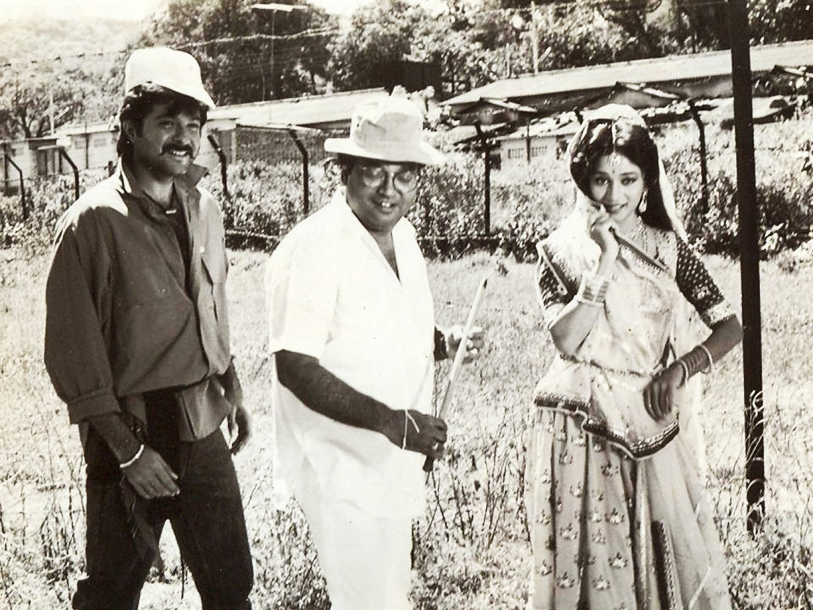Very Rare Picture From Ram Lakhan (1989) Behind the Scenes