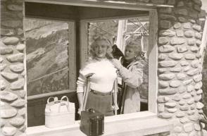 Marilyn Monroe - Behind the Scenes photos