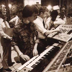 Steven Spielberg at the Famous Keyboard - Behind the Scenes photos
