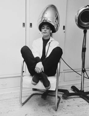 Audrey Hepburn under the dryer - Behind the Scenes photos