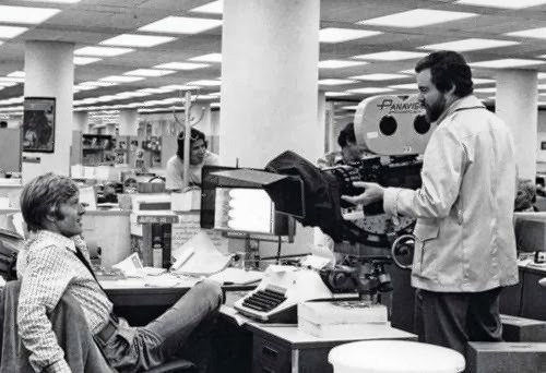 Pakula Directs Robert on the Set Behind the Scenes