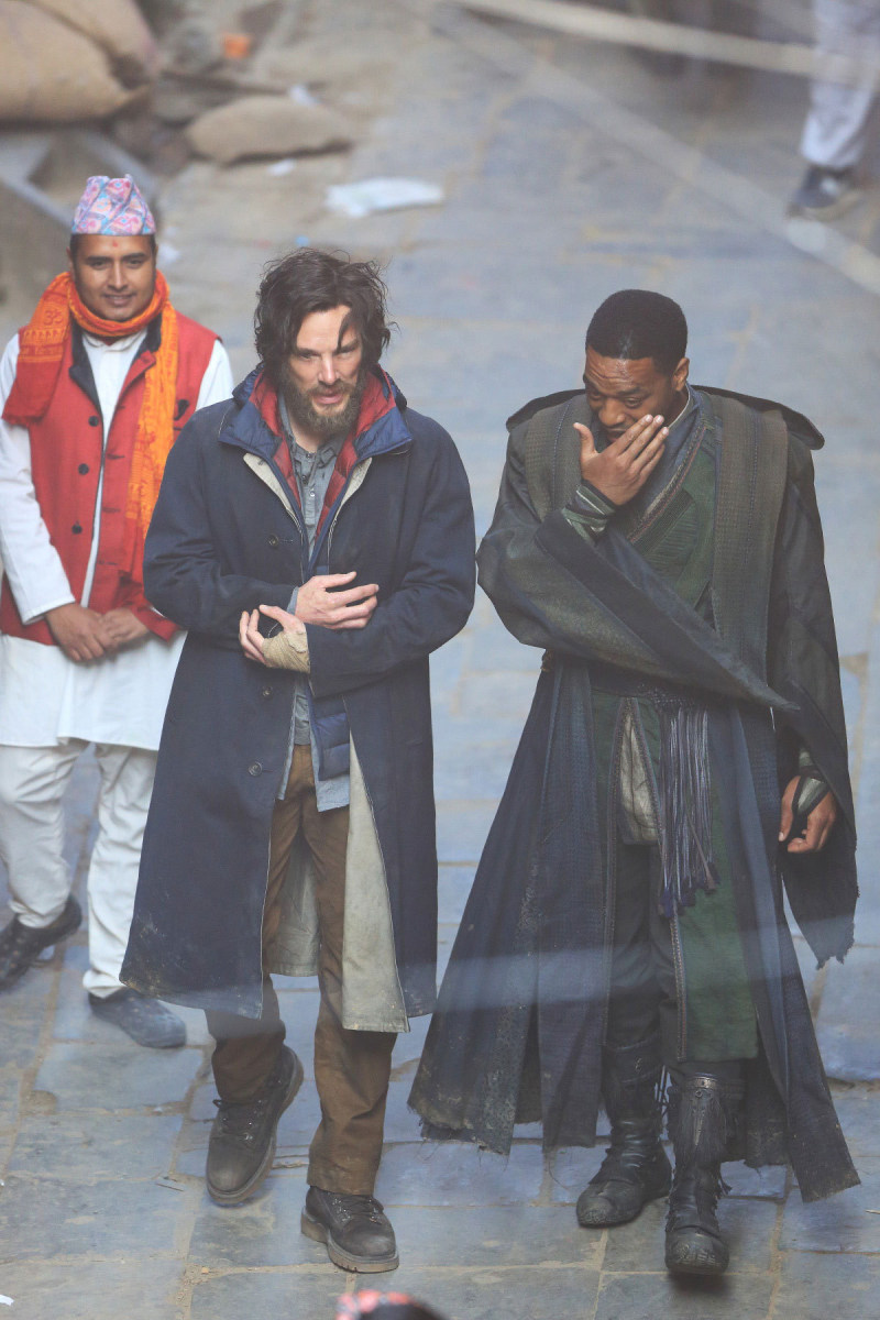 Benedict and Ejiofor Behind the Scenes