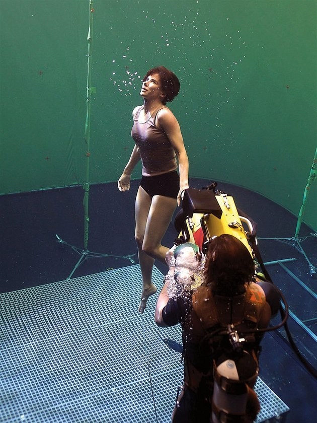 Sandra in Gravity (2013) Behind the Scenes