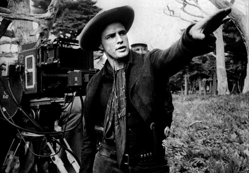 Marlon Brando Directs Behind the Scenes