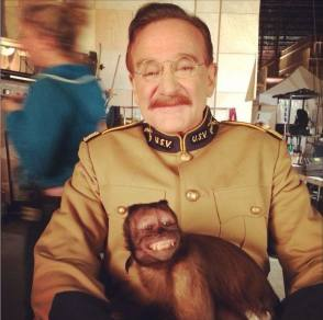 Robin Williams with Crystal the Monkey - Behind the Scenes photos