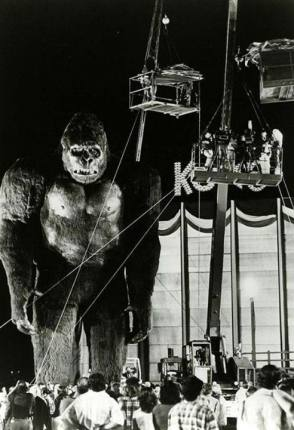 Giant King Kong in King Kong (1976) - Behind the Scenes photos