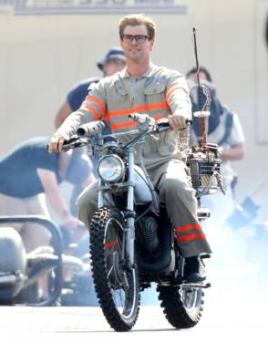 Chris in Ghostbusters (2016) - Behind the Scenes photos