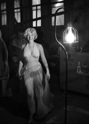 The Smiling Queen, Marilyn Monroe - Behind the Scenes photos