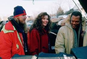 Smiling Queen Geena Davis - Behind the Scenes photos