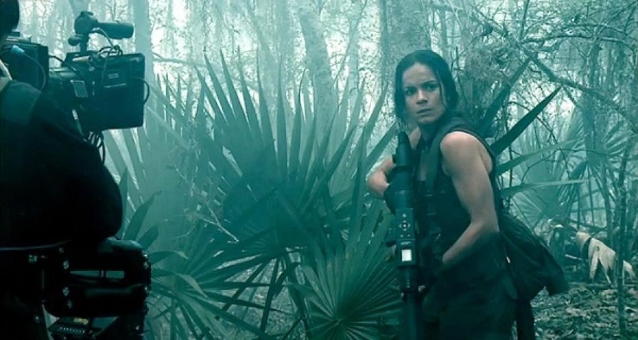 Alice Braga : Predators (2010) Behind the Scenes