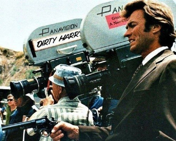 Clint Eastwood in Dirty Harry (1971) Behind the Scenes