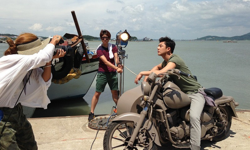 On Location : Tough as Iron (2013) Behind the Scenes