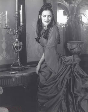 Winona Ryder as Mina Harker