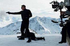 Daniel Craig in Action - Behind the Scenes photos